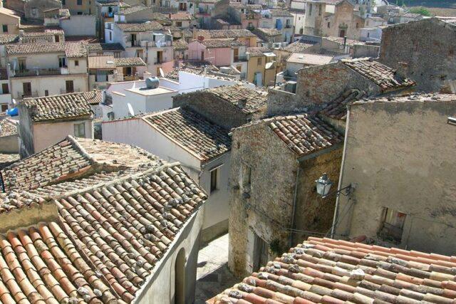 Gratteri: 3 milioni di euro per appaltare la casa per anziani