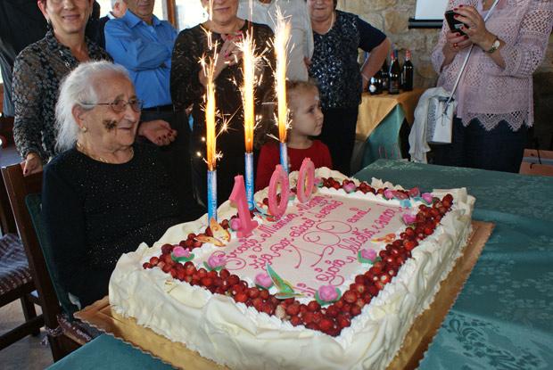 Gratteri: nonna Maria festeggia i suoi 100 anni